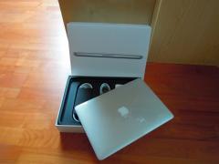 Абсолютно новий макбук