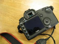 Канон ЕОС 5D Mark III з полнокадровой цифровою дзеркальною камерою