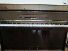 Купуємо чеські вживані піаніно
