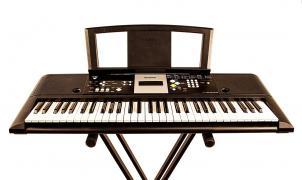 Оренда, прокат синтезатора і клавішних інструментів в Києві