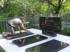 Пам'ятники з чорного та кольорового граніту