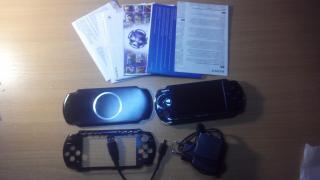 Продам игровую приставку PSP-3004PB SONY в отличном! состоянии