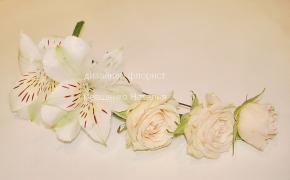 Шпилька для волосся з живих квітів